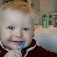 Schallzahnbürsten für Kleinkinder – worauf Sie achten sollten