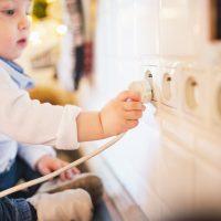 Die Steckdosen im Kinderzimmer bedürfen einer professionellen Installation
